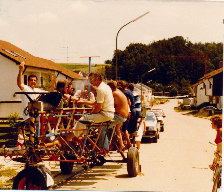 Mit der Radlgunde auf der Mozartstraße 1982