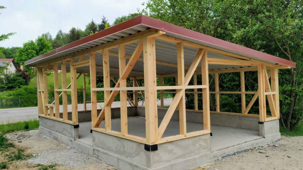 22. April - Holzständer-Konstruktion und Dachaufbau sind fertig!